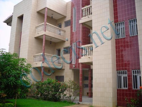 Immeuble de 07 appartements à  vendre à  Bastos, Yaoundé.