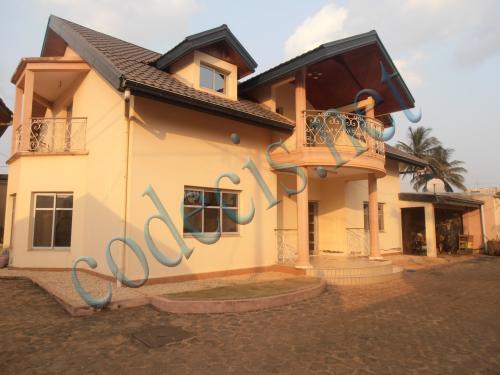 Villa de 07 chambres à vendre à  Mendong, Yaoundé