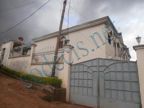 Immeuble de 08 appartements à vendre à Ngousso, Yaoundé