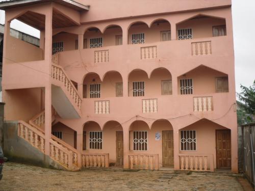 image du bien  : Studio de standing moyen à  louer à  Biteng, Yaoundé