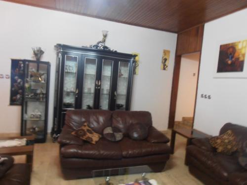 image du bien  : Villa meublée de 03 chambres, ayant dépendance à louer à Omnisports, Yaoundé