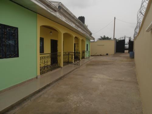 Villa de 02 appartements à vendre à Odza, Yaoundé
