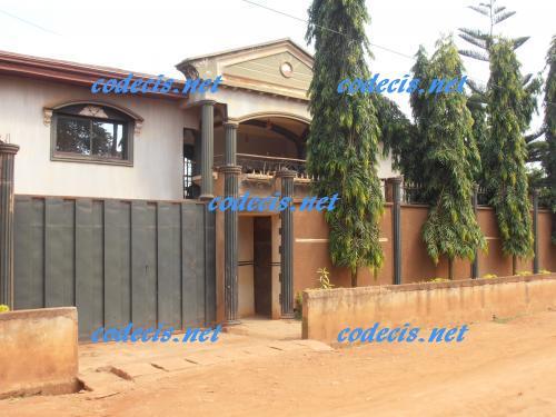 Villa en duplex de 07 chambres à vendre à Nkoabang, Yaoundé