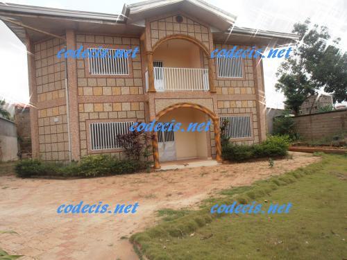 image du bien  : Villa en duplex de 06 chambres à louer à Messamendongo, Yaoundé