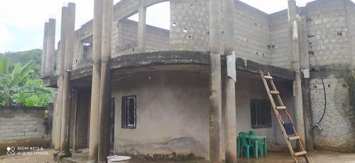 Immeuble R+1 inachevé à vendre à Messassi, Yaoundé