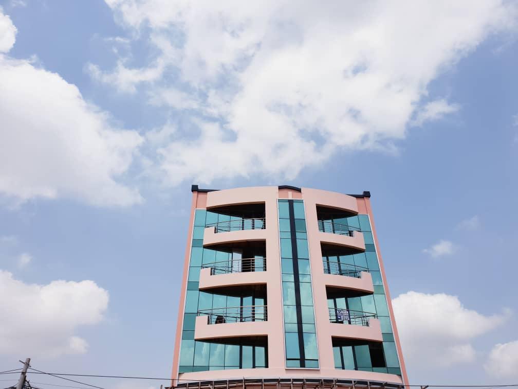 image du bien  : Immeuble R+4 à louer au quartier Dragage, Yaoundé